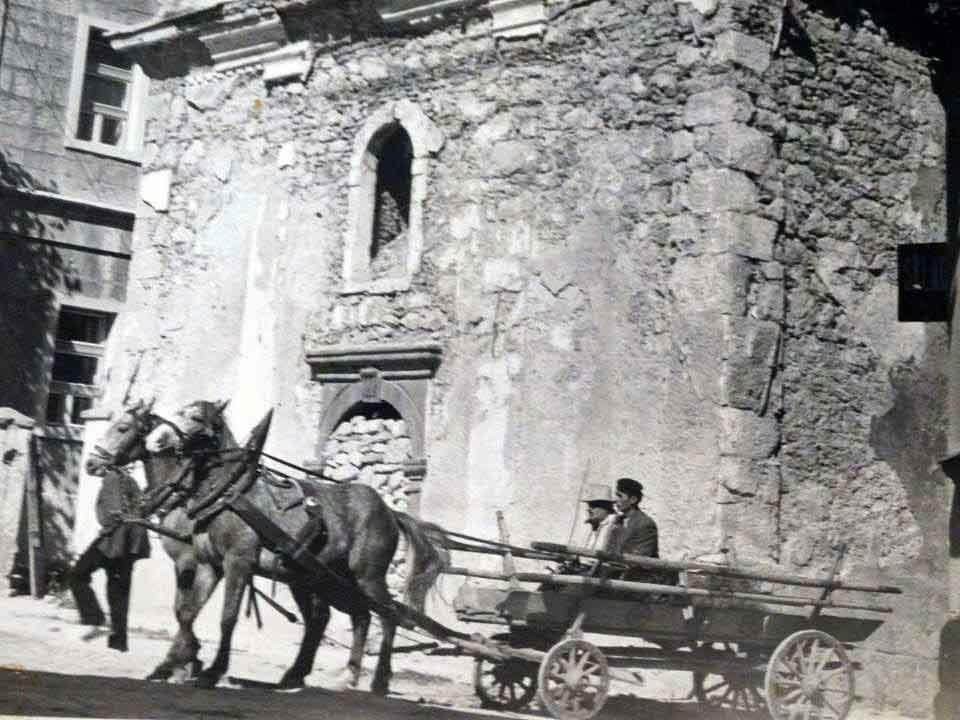 Стање послије Другог свјетског рата, прије обнове. Из фото архиве Душка Вујновића