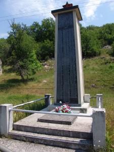 Спомен костурница у Млакви