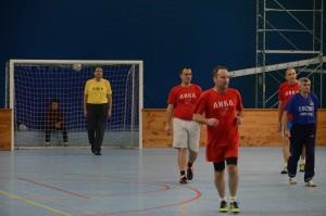 Милош Загорац- Зага окружен  играчима ЛИКЕ